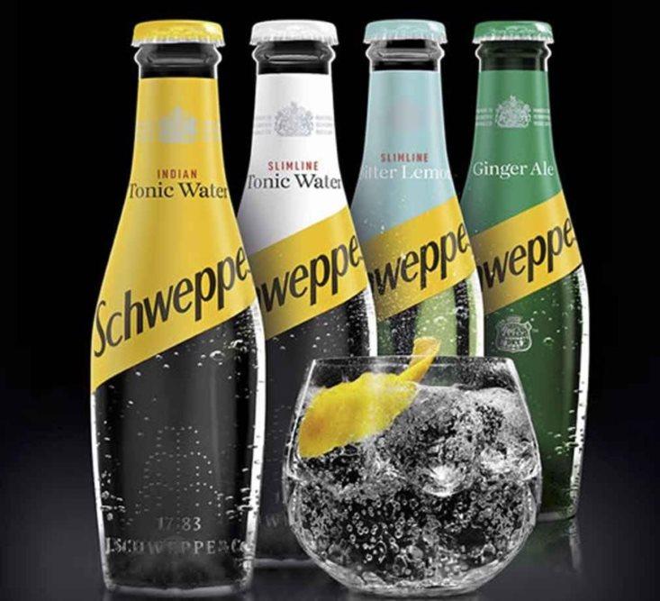 Четыре разных бутылки швепса